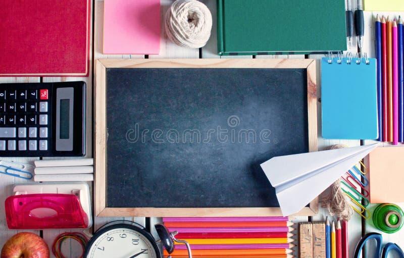 Terug naar de Achtergrond van de School (EPS+JPG) royalty-vrije stock afbeeldingen