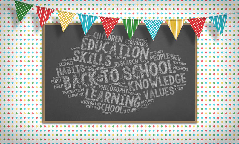 Terug naar het woordwolk, vlaggen en bord van het schoolkrijt stock afbeeldingen