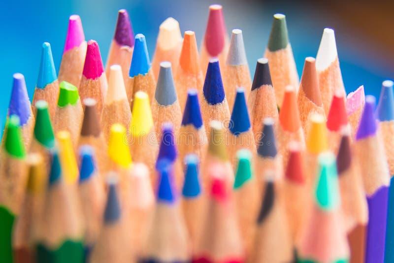 Terug naar kleurrijk makend de vormensi van school vastgesteld multicolored potloden royalty-vrije stock afbeelding