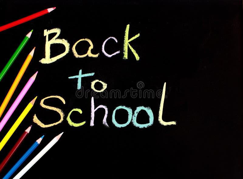 Terug naar school die op bord wordt geschreven stock fotografie