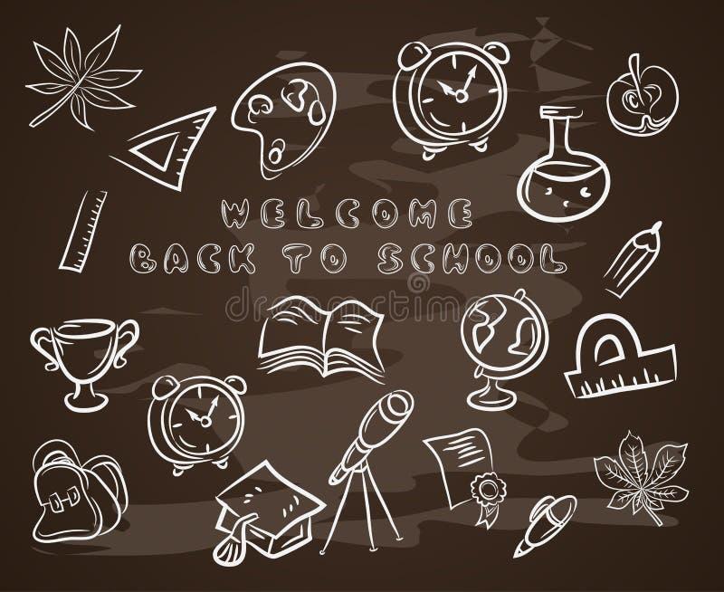 Terug naar school op krijtbord, met hoedengediplomeerde, rol, appel, boeken, flessen, basketbal, wekker, aktentas vector illustratie