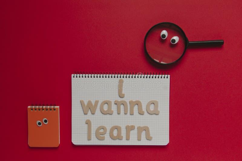 Terug naar schoolconcept, ` die ik heb willen om `-het van letters voorzien op een notitieboekje, met geanimeerd materiaal leren  royalty-vrije stock fotografie