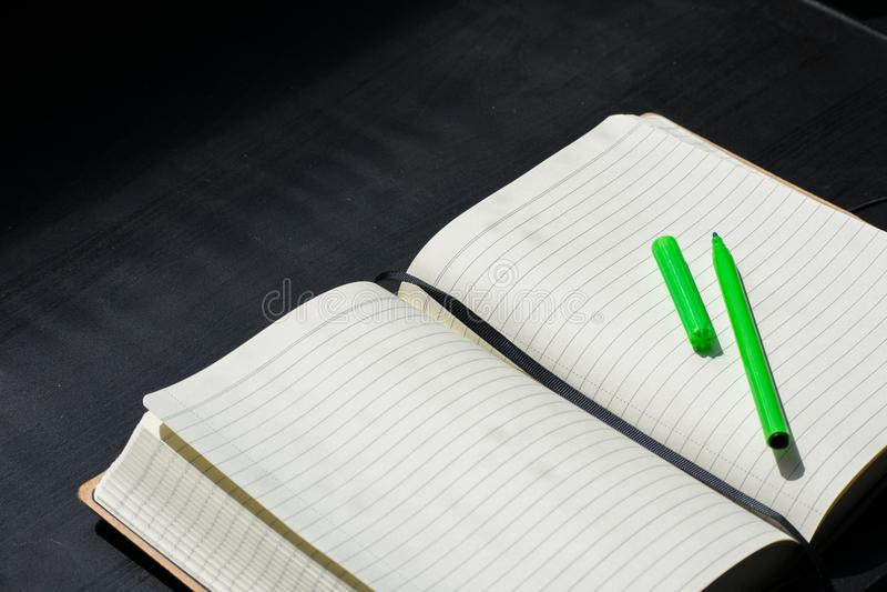 Terug naar van de het Notitieboekje de Groene Teller van Schoolnoteblock Zomer van de Kleurennota's royalty-vrije stock afbeeldingen
