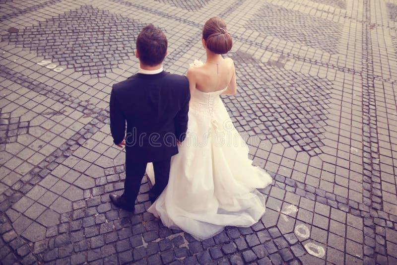 Terug van bruid en bruidegom royalty-vrije stock afbeelding
