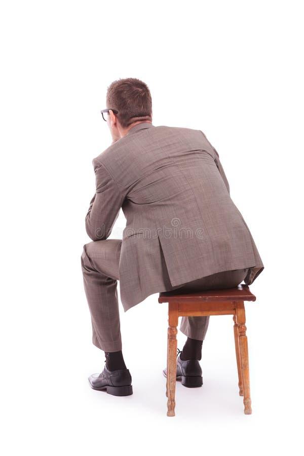 Terug van een jonge bedrijfsmensenzitting op een stoel royalty-vrije stock fotografie