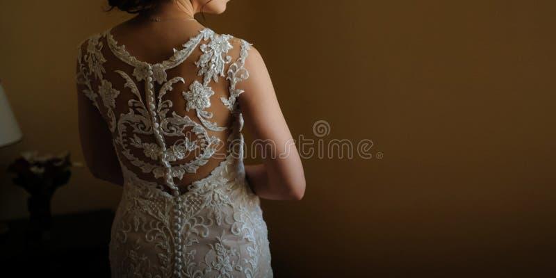 terug van een mooie bruid stock afbeelding