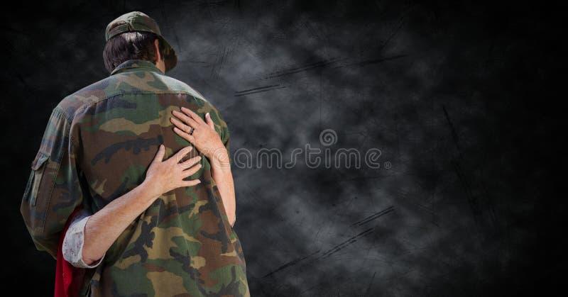 Terug van militair die tegen zwarte grungeachtergrond worden gekoesterd stock illustratie