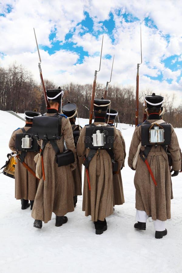 Terug van militairen bij historische wederopbouw royalty-vrije stock afbeelding