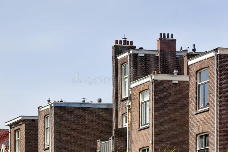 Terug van traditionele plattelandshuisjes in Rotterdam stock foto's