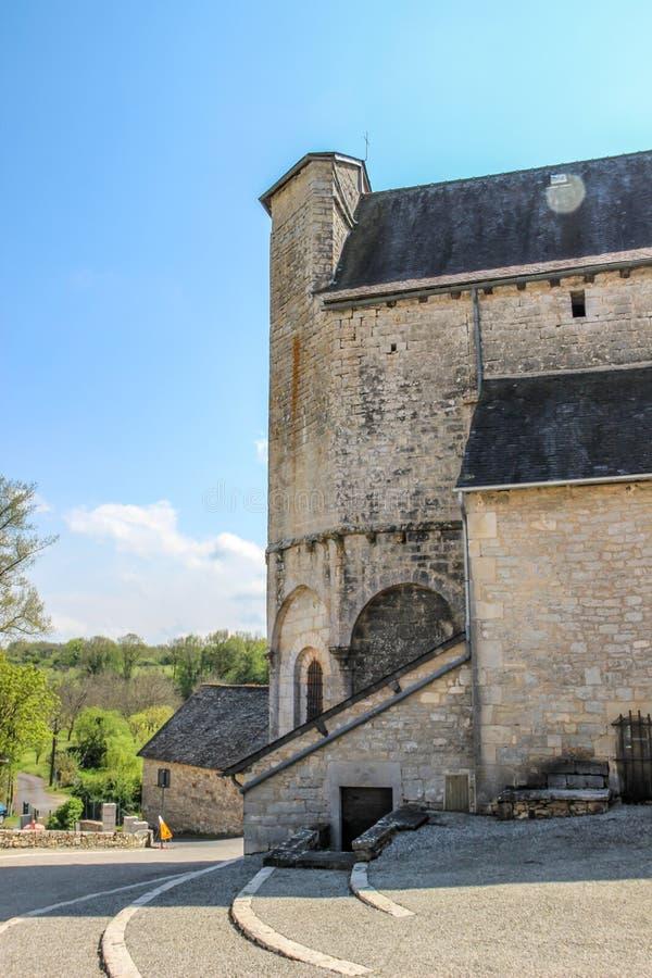 Terug van versterkte kerk van Saint Julien, Nespouls, Correze, Limousin, Frankrijk royalty-vrije stock afbeeldingen