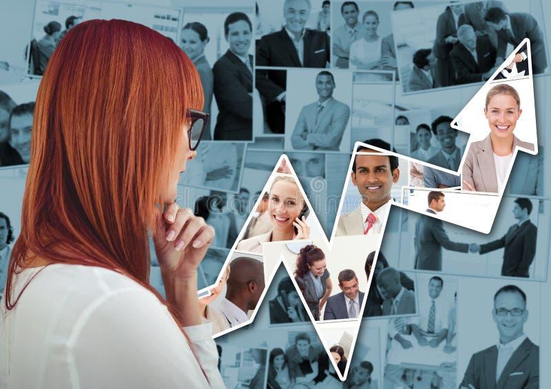 Terug van vrouw het denken tegen blauwe beelden van bedrijfsmensen en pijl stock foto