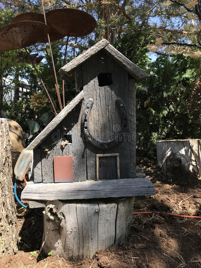 Teruggewonnen houten feehuis stock afbeelding