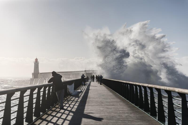 Terugslag op de grote pier van La Chaume stock fotografie