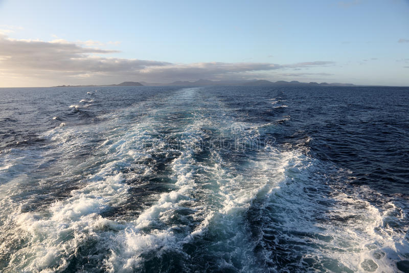 Terugslag van een snelle veerboot royalty-vrije stock afbeeldingen