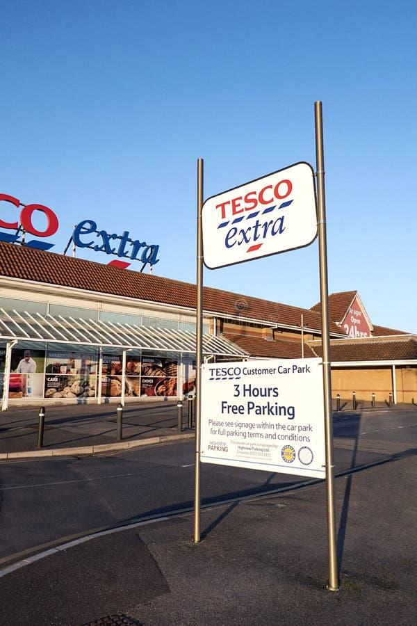 Tesco extra parkeringsmeddelande royaltyfria bilder