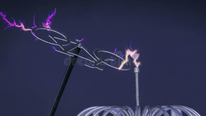Высоковольтный эксперимент с катушкой Tesla стоковое изображение