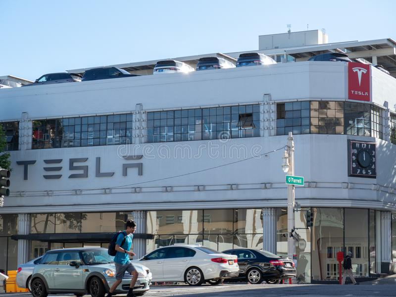 Tesla-Automobil-Ausstellungsraumstandort in im Stadtzentrum gelegenem San Francisco an stockbilder