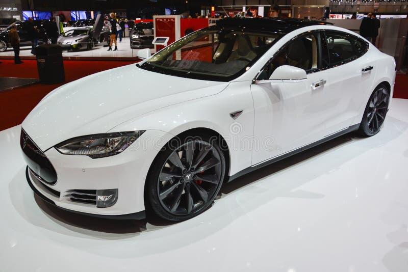 Tesla model S przy Lemańskim Motorowym przedstawieniem fotografia stock
