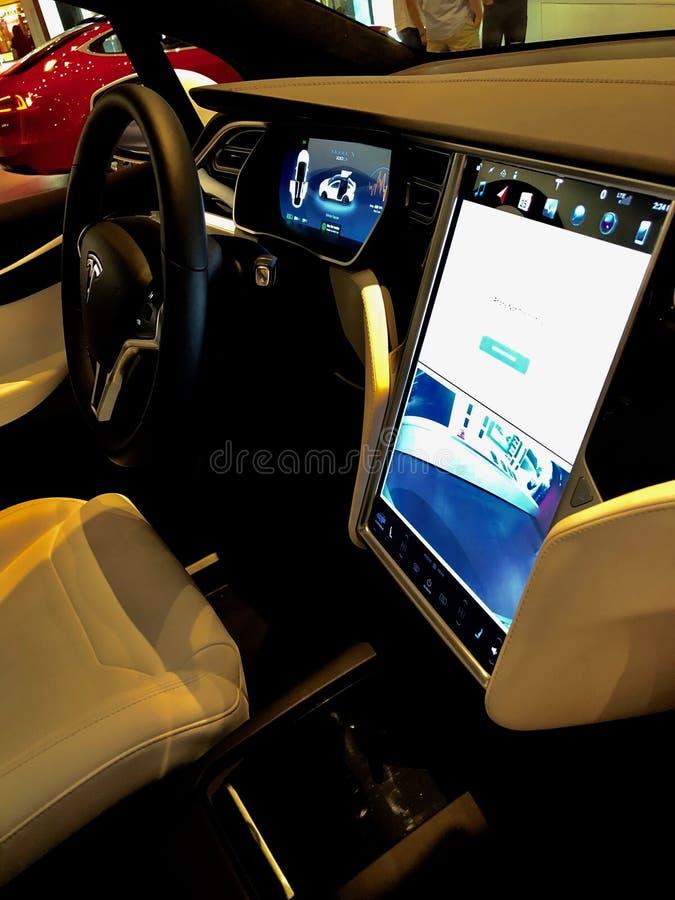 Tesla-Modell X In ein Ausstellungsraum lizenzfreie stockfotos
