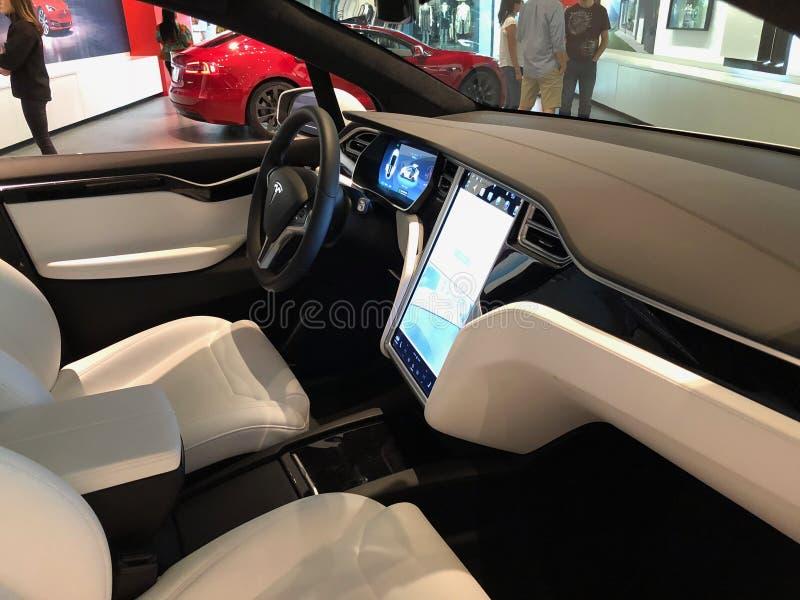 Tesla-Modell X In ein Ausstellungsraum stockfoto