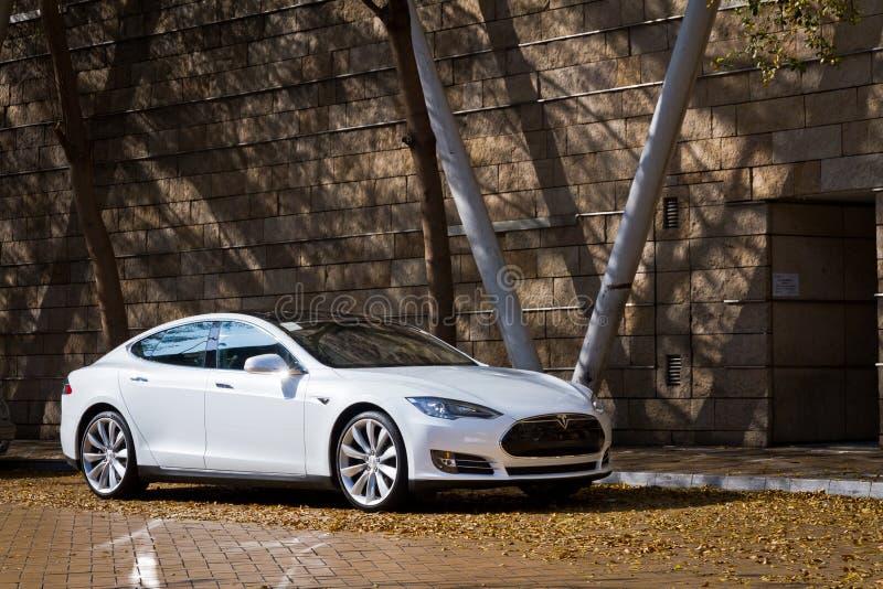 Tesla modell S Electronic Car royaltyfria foton