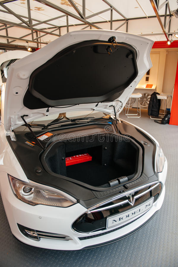 Tesla Models elektrische auto nul emissies royalty-vrije stock foto