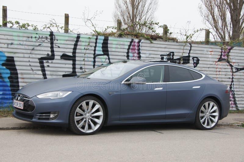 Tesla von der Seite stockfoto