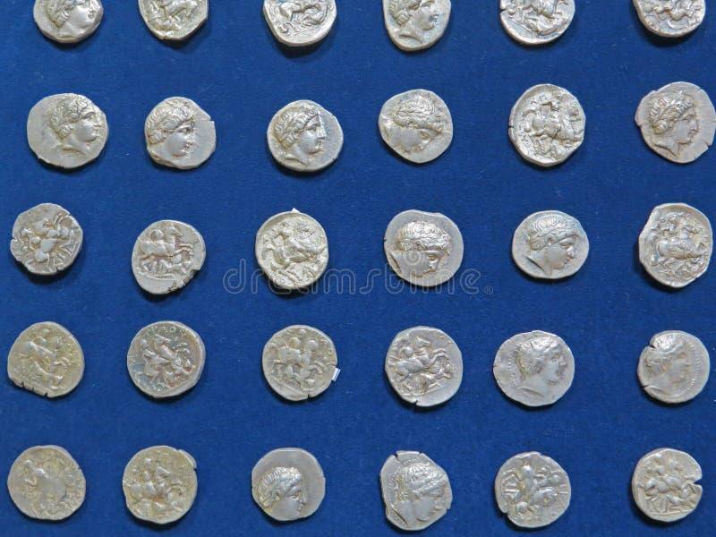 Tesoro antico della moneta Soldi rotondi d'argento timbrati immagine stock libera da diritti