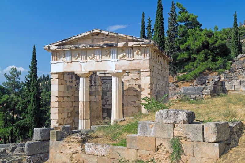 Tesoro delle ateniese al sito archeologico di oracolo di Delfi fotografia stock libera da diritti