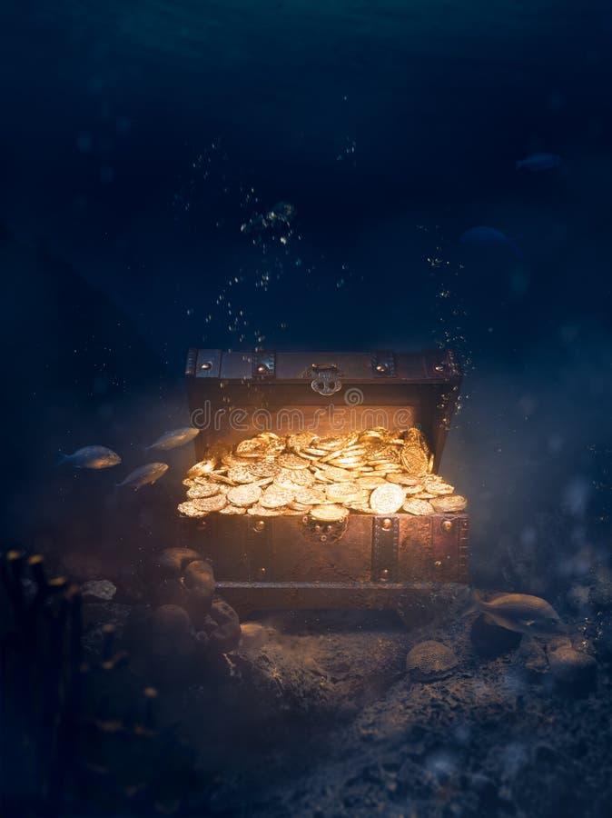 Tesoro hundido en la parte inferior del mar foto de archivo libre de regalías