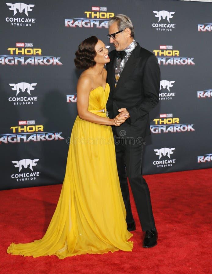 Tessa Thompson e Jeff Goldblum fotos de stock