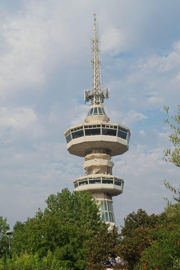 Tessalónica, Grécia - 12 de setembro de 2016: Opinião sul da torre das telecomunicações de OTE imagens de stock