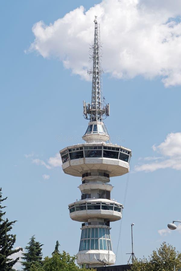 Tessalónica, Grécia - 4 de setembro de 2016: Torre das telecomunicações de OTE foto de stock