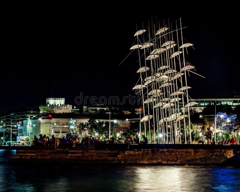 Tessalónica na noite, pelo mar, Grécia fotografia de stock