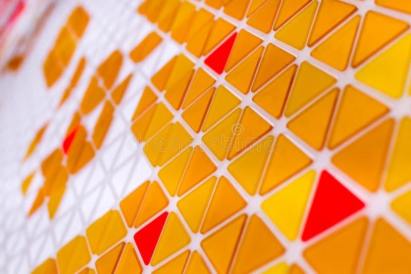 Tessellation av en nivå med orange och röd kulöra triaen den guling, arkivbilder