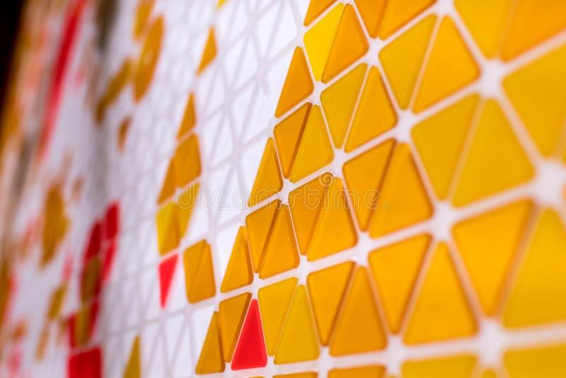 Tessellation av en nivå med orange och röd kulöra triaen den guling, royaltyfri fotografi