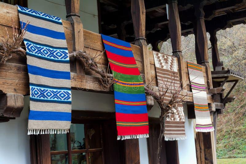 Tessuti bulgari tradizionali sul balcone della casa di for Destinazione casa
