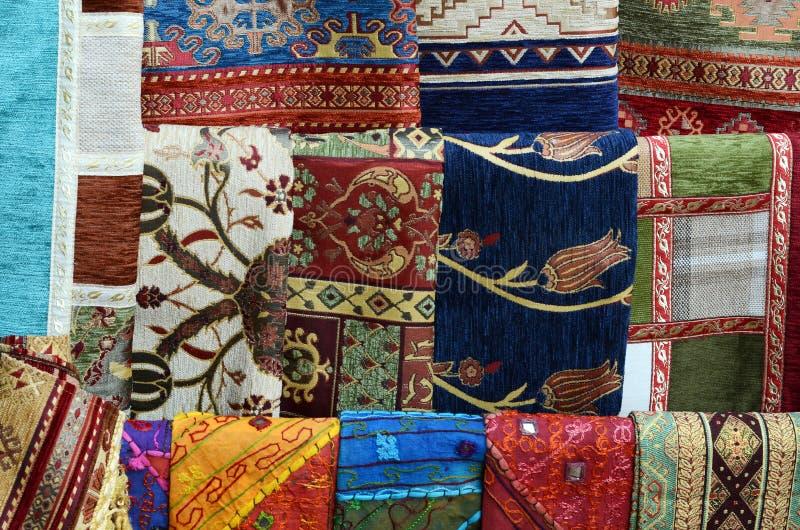 Tessuto della coperta dalla Turchia in bazar immagini stock libere da diritti