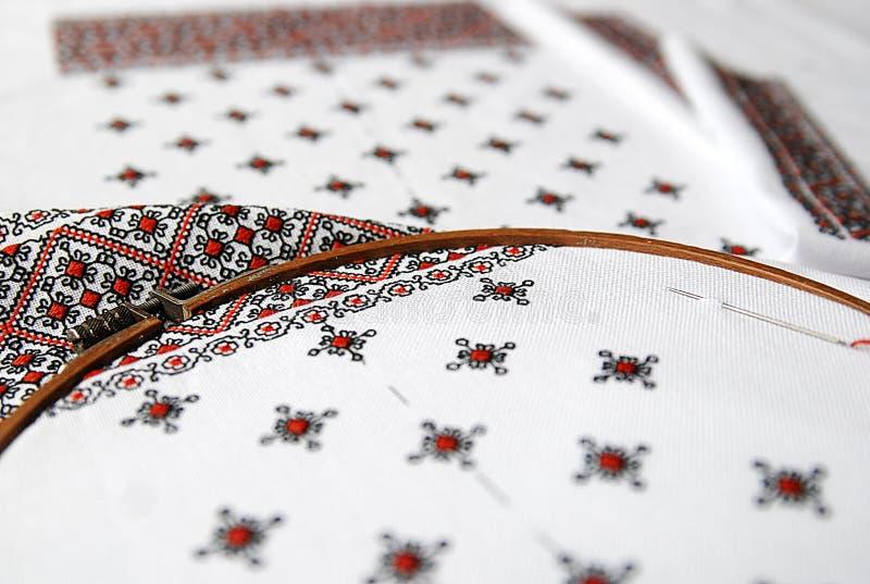 Tessuto ucraino tradizionale con ricamo variopinto immagini stock