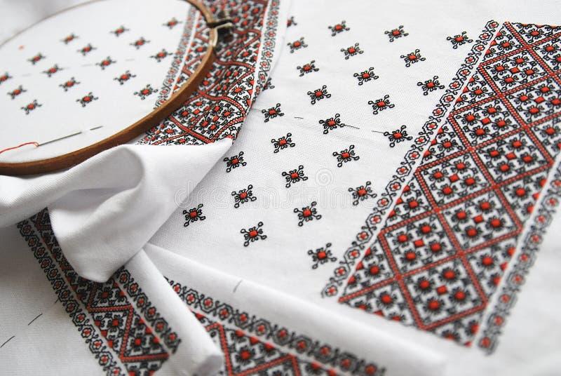 Tessuto ucraino tradizionale con ricamo variopinto fotografie stock libere da diritti