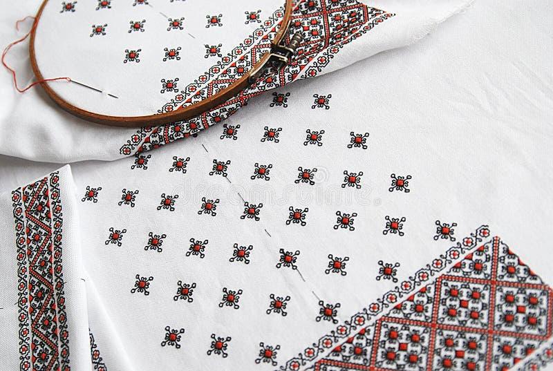 Tessuto ucraino tradizionale con ricamo variopinto immagine stock