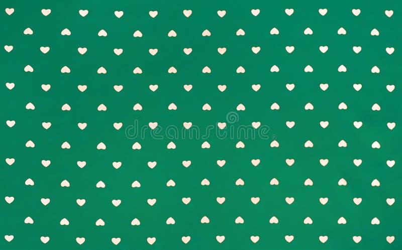 Tessuto verde con i cuori bianchi modello, fondo, retro stile fotografie stock libere da diritti