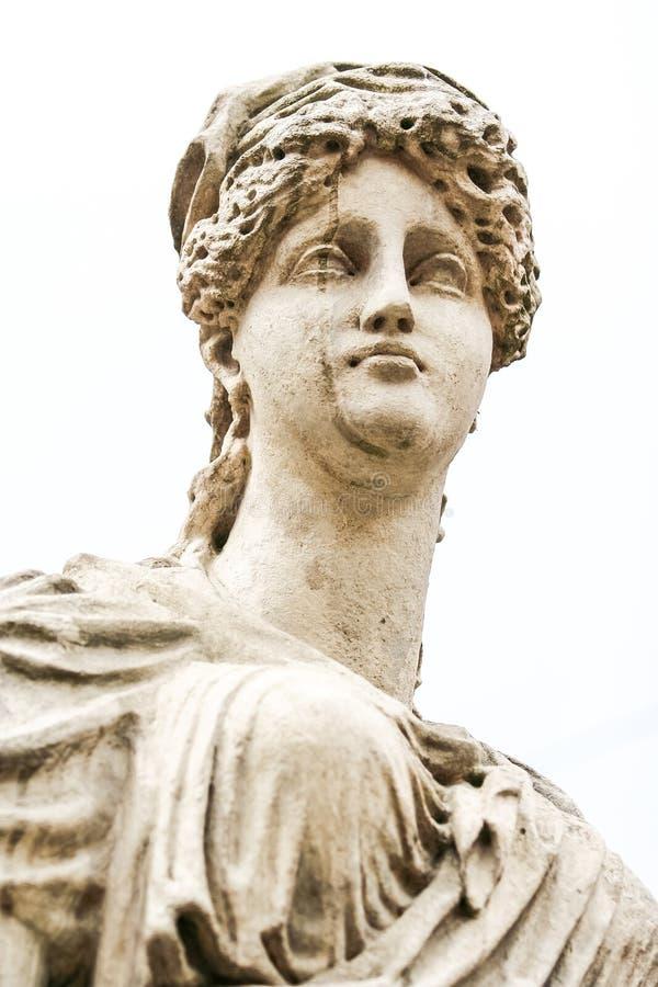 Testa del primo piano della scultura della dea della fontana della città immagine stock