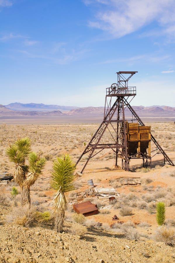 Download Testa Dell'asse Di Estrazione Mineraria Fotografia Stock - Immagine di ingranaggio, macchina: 30825816