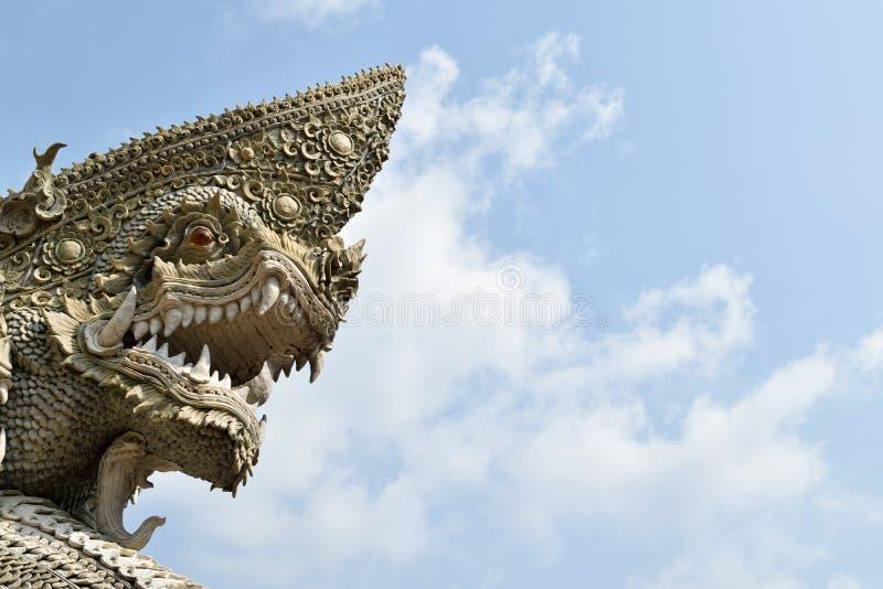 Testa della statua del naga o del serpente fotografie stock