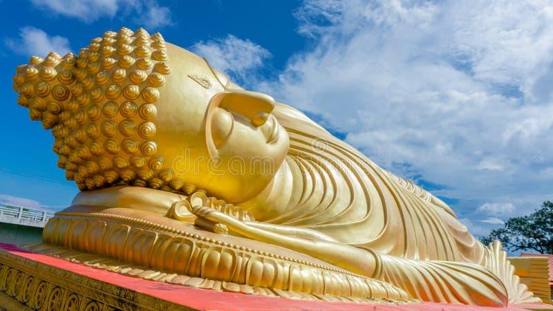 Testa della statua di sonno Buddha fotografia stock libera da diritti