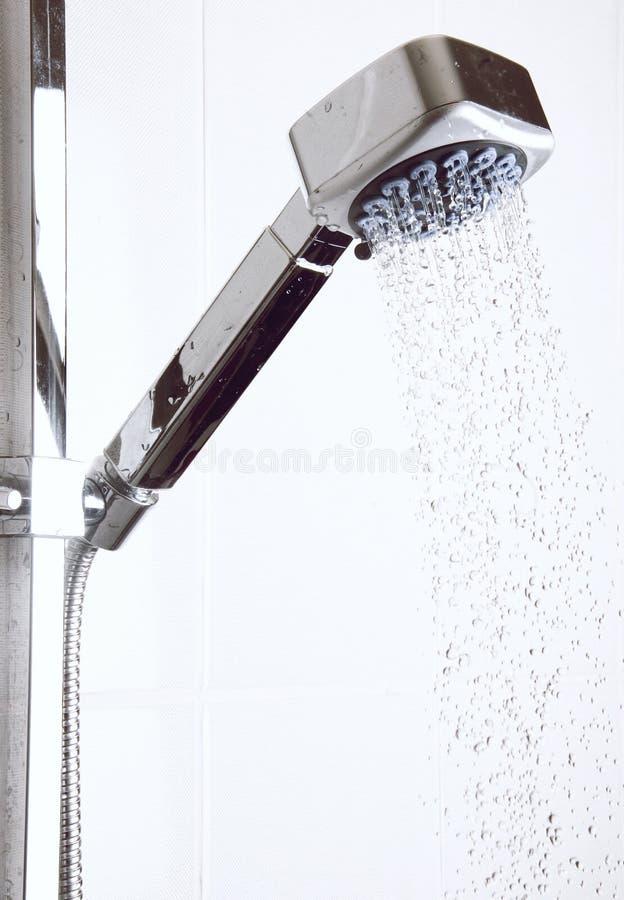 Testa di acquazzone alla stanza da bagno fotografia stock libera da diritti