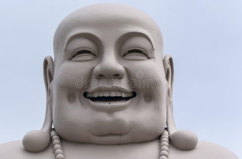 Testa di Buddha bianco massiccio isolato dalla decorazione. fotografia stock libera da diritti