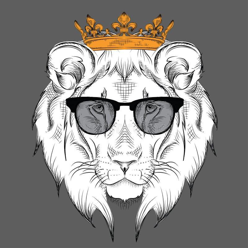 Testa di disegno etnica della mano del leone che indossa una corona e nei vetri progettazione tatuaggio/del totem Uso per la stam illustrazione vettoriale