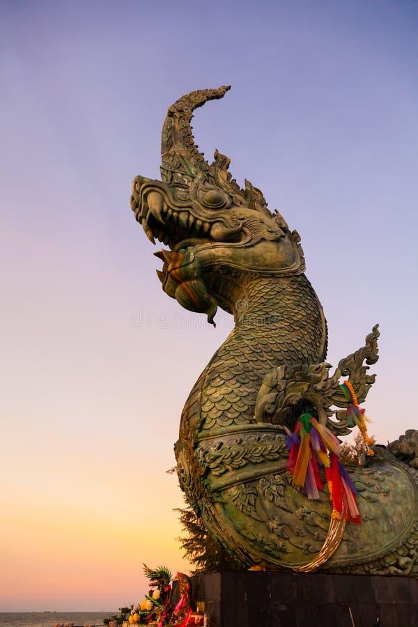 Testa di grande statua del Naga in Tailandia immagine stock libera da diritti